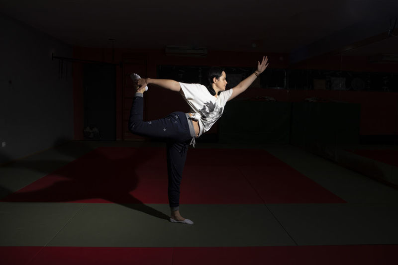 Portugal; Aula de Yoga Yogagirl Yoga Poses Full Length One Person Young Adult Adult Human Arm Limb Indoors  Performance Sport Red Men Casual Clothing Human Body Part Human Limb Young Men Clothing Vitality Strength Skill  Arms Raised