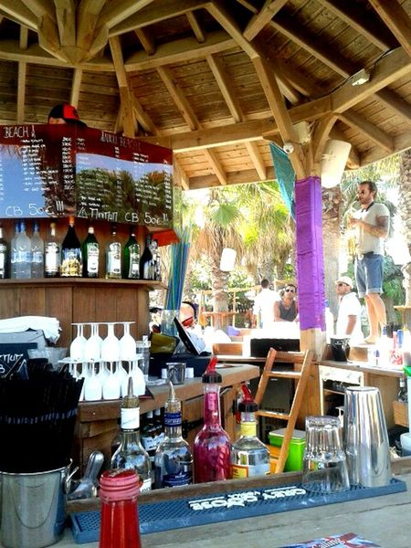 NikkiBeach Colourful Saxophoneplayer Onthebar France St.Tropez Drinks Music Travelling Enjoyinglife