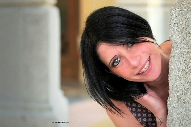 La classe con un sorriso, o un sorriso di classe ? Taking Photos Portrait Of A Woman Portrait Of A Friend Beautiful Girl Color Portrait Fujixe1 Fujinon35