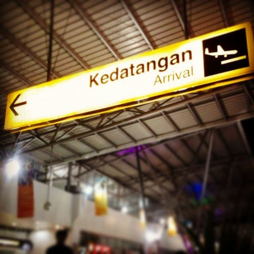 Kedatangan Arrival Airport Waiting Latenight