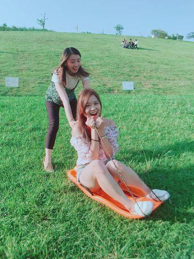 滑草好開心~青青大草原超棒的!!整個心情大放鬆😌 Green Color Grass Outdoors Girls 滑草