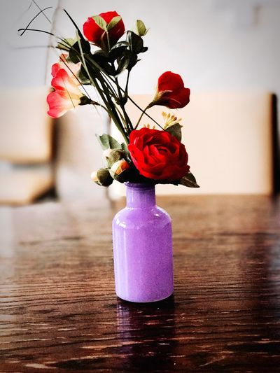 Close-up of rose bouquet in vase on table
