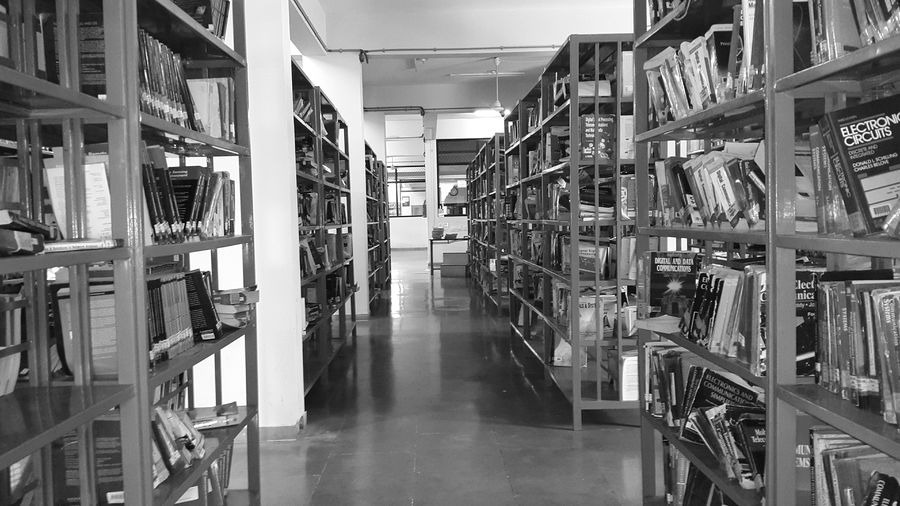Library College Books GalaxyS5 Blackandwhite Photography Blackandwhite Mobilephotography Photographer Taking Photos Picoftheday