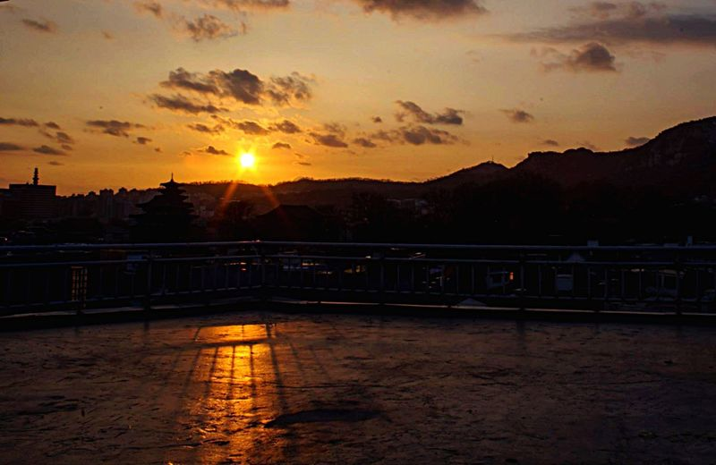 OpenEdit Open Edit Dirty Lens Sunset Sunset Silhouettes Bukchon Hanok Village From The Rooftop Amazing Architecture The Traveler - 2015 EyeEm Awards The Moment - 2015 EyeEm Awards Aerial Shot