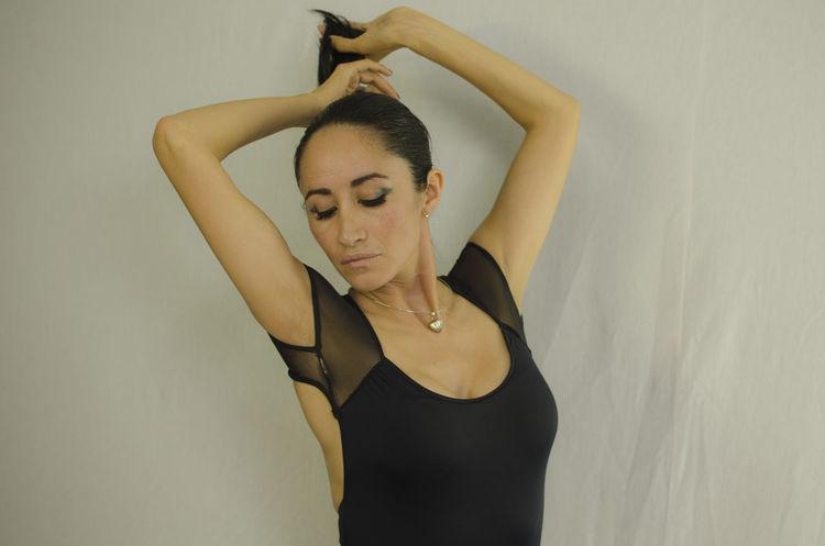 Studio Ballet Dancer Beautiful Woman Homework Picoftheday Portrait Retrato Shooting Stilllearning Studio Shoot Tarea Themeoftheweek