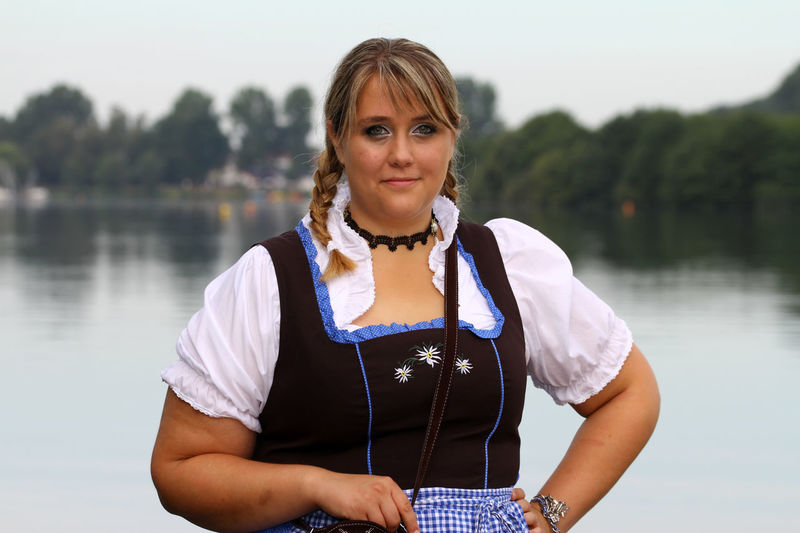 Bodensee Curvy & Beautiful Curvyisthenewsexy Dirndl Dirndlcotoure Dirndlkleid Lake Leben Hat Gewicht Looking At Camera One Woman Only One Young Woman Only Plus Size Beauty  Plus Size Fashion  Plus Size Germany Plussizebeauty PlusSizeModel Portrait Portrait Of A Woman Seaside Smiling Traditional Clothing Water Xxl-mode Young Adult Young Women