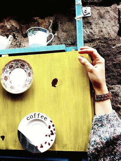 Merve'yi seviyorum 💎 Gokyuzu Kayseri Eski Gecmis çiçek Coffee Cup Yellow Hand Arm Clock Saat Zaman Time Old Old Times No People Women Love Sweety  Smile Indoors  Human Hand Human Body Part One Person Day Close-up People
