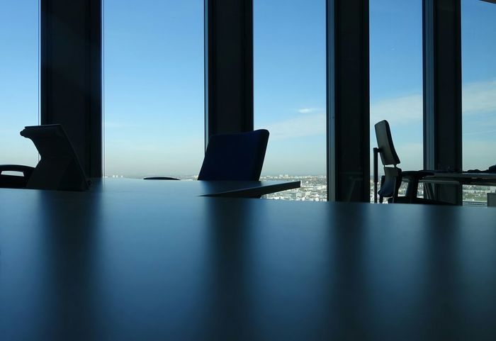 Light Office In The Office Table Simplicity Mybestshottoday Munich Modern Office Modern Office Design Modern Architecture Blue Blue Sky