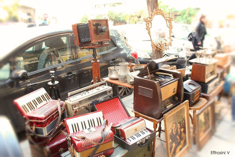 Vintage market Accordions Antiques Market Close-up Day Mirror Old Old Camera Paintings Pazar Radio Selective Focus