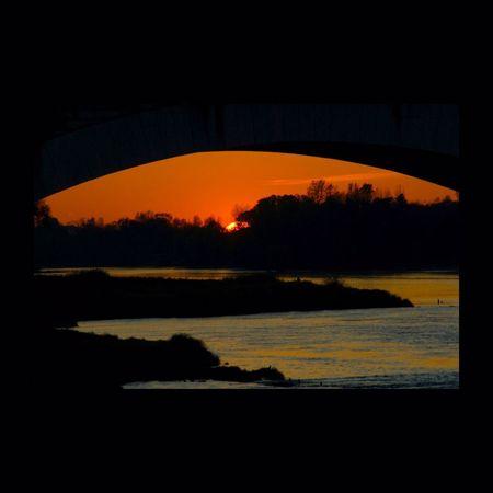 Coucher de soleil sur la Loire. Loire Pont Bridge EyeEmBestPics EyeEm Best Shots Coucherdesoleil Sunset Streetphoto_color Sunset Silhouette Silhouette