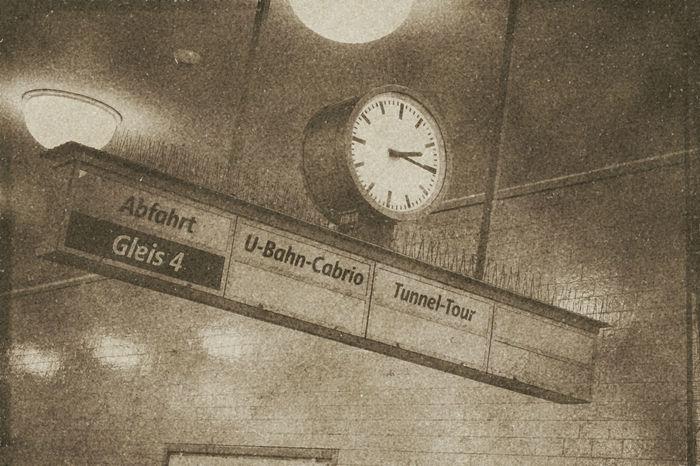 U-Bahnhof Alexanderplatz Alexanderplatz Bahnhof Berlin Berlin Mitte Berlin-Mitte Bichromate Bichromatic Bvg Clock Communication Deutschland Germany Information Sign U-Bahn U-Bahnhof Uhr