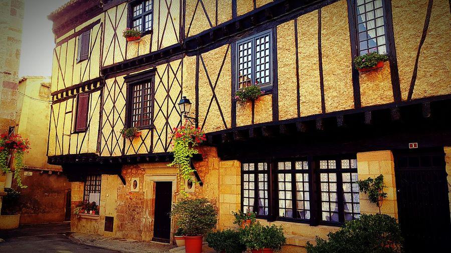 Aletlesbains Maison House Jaune Yellow Rue Street Colomgages