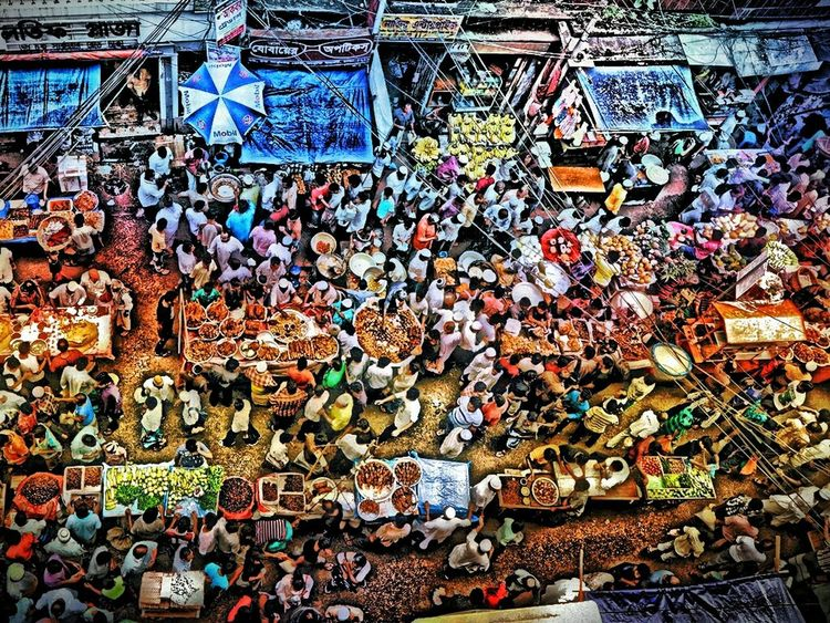 Iftar Bazaar Busy Place Enjoying The View Taking Photos They Are Cute They Are Busy People Enjoy Time So Many People Nice View WanDerFull