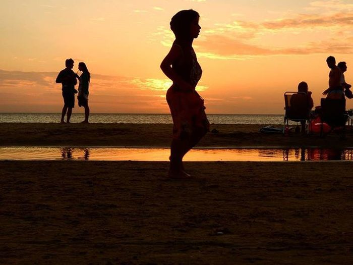 Puedo tapar el sol Sunset Sunset_brilliance World_bestsunset WORLD_BESTSKY Silhouettes Sunsetlovers Audiovisualuruguay Uruguaynatural Uruguay_estrella H2o_natura Nikonphotography Fotografosuy Photoamateur Nikoncamera Artcamera Igerspostales Sultans_silhouettes
