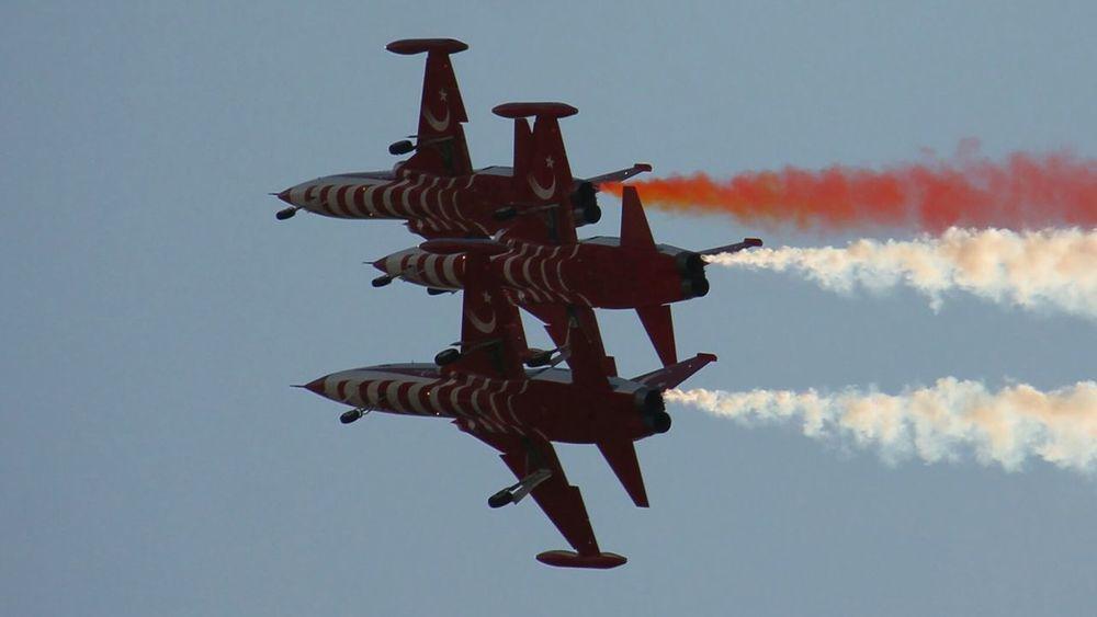 Turkishstars Kordon Izmirkordon 9eylul People Watching Sky Fly Check This Out Hi! Enjoying Life