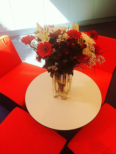 Bouquet Flowers Red Lounge Table Chair
