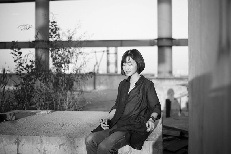 Relaxation Looking Looking At View China Beijing LEICA M 35mm 北京 Lifestyles Person Girl Cityscape City Day Casual Clothing