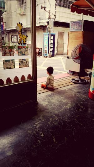 Waiting patiently for his dad to bring his snacks Taiwan Cutekid Thinking About Life