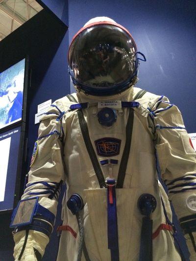宇宙 宇宙服 宇宙飛行士 Astronaut космонавт 宇宙服って、圧倒的にロシア製のがsexyだ。アメリカ製は格好良い!って感じ。