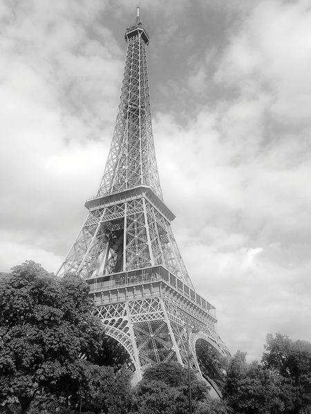 Tour Eiffel Tour Eiffel Tour Eiffel, Paris. Tour Eiffel ♥ Tour Eiffel Black And White Cloud - Sky History Architecture Sky Monument Travel Destinations Built Structure Outdoors Low Angle View No People Day Tree Colour Your Horizn EyeEmNewHere