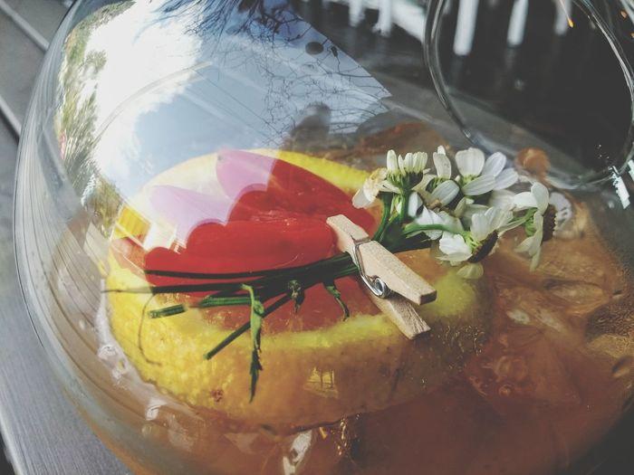 creando un nuevo integrante de la carta Flowers Cinamon Camomille Mixology Bouquet Wrapped Close-up