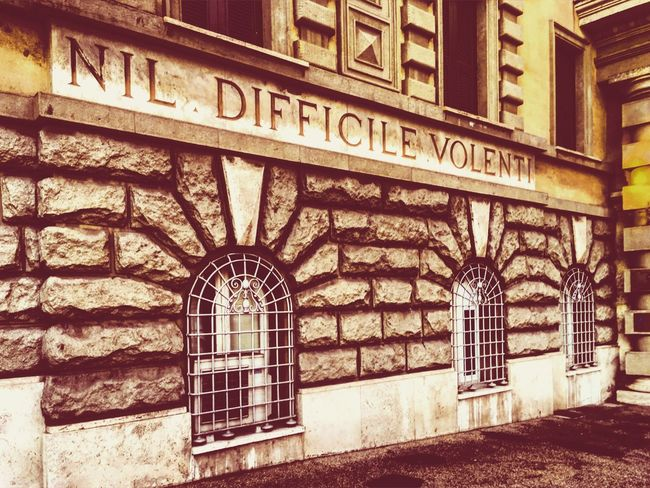 NIHIL DIFFICILE VOLENTI Architecture Built Structure Building Exterior Text Wall - Building Feature Communication Day Entrance Discovering Places Walkingaroundthestreet Walkingaroundthecity Myitaly MadeinItaly Italy City Travelling ✈ Rome Roma Motivation Motivated Motivational Streetphotography Streetart Streetphoto