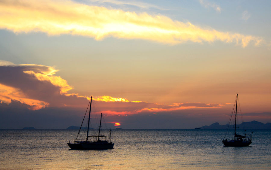 sunset a thr beach if Koh samui Abendstimmung Am Meer Beauty In Nature Cloud - Sky Day Idyllic Nature Nautical Vessel No People Outdoors Sailboat Sailing Scenics Sea Sky Sonnenuntergang Sunset Thailand Tranquil Scene Tranquility Travel Destinations Travel In Asia Travel Photography Vacations Water Yacht