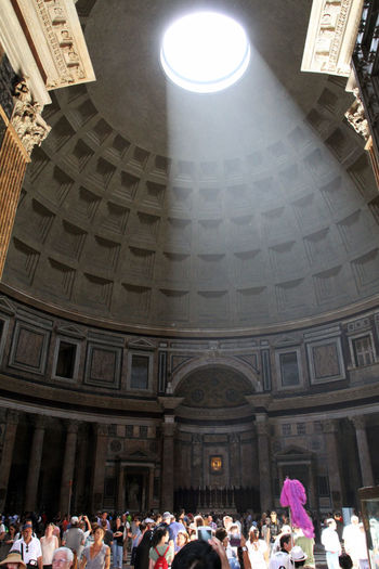 Streaming Oculus Architecture Belief Building Building Exterior Built Structure Ceiling Crowd Cupola Group Of People History Large Group Of People Men Place Of Worship Real People Religion Spirituality The Past Travel Travel Destinations Visit