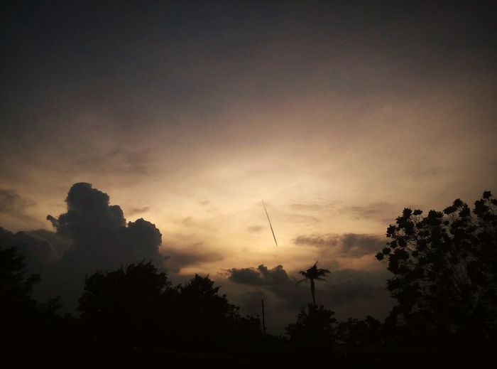 Credit : TopFiiDrumMer Thailand LowlightScenary Lights Scenary Art Vintage Photography Darkart Lifestyles Bye Bye Sun Bye World BYESUMMER😢 Good Evening