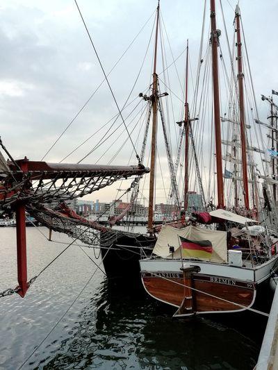 Volles Hafenbecken während der Kieler Woche Historic Harbour Historic Ship Baltic Sea Kiel Week Kiwo Sailing Crowded Sport Tall Ship Sailing Ship Water Nautical Vessel Sea Mast Harbor Sailboat