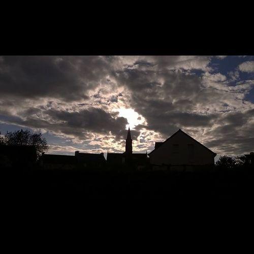 Après une longue pause due à un voyage en Irlande (à voir prochainement), me revoilà avec ma série de couchers de soleil bretons! After a long break due to a trip to Ireland, I'm back with my Breton Sunsets series! Coucherdesoleil Nuages Sunset Clouds Tramonto Anochecer Taupont Morbihan Miamorbihan Bretagne Breizh Jaimelabretagne Sky Ciel Cielo Nuages Clouds Nuvole Nubes Instasunsets Instaclouds Instagram Igsunset Igersbretagne Majestic_sunset