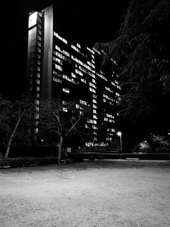 Architecture Built Structure Outdoors Leica Lens Leica Huawei P9 Adult Architecture Skyscraper Night Illuminated Building Exterior Nigthphotography Blancetnoir Blackandwhitephotography Blancoynegra