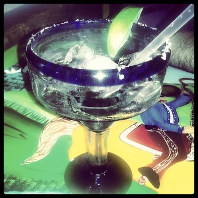 Scuze me, sir. My glass seems to be broken. There's no more margarita...