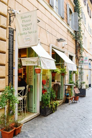 Streetphotography Outdoors Rome Italy🇮🇹 Pizzeria Pizza🍕 Art Art Is Everywhere Building Exterior Built Structure City Day Architecture No People