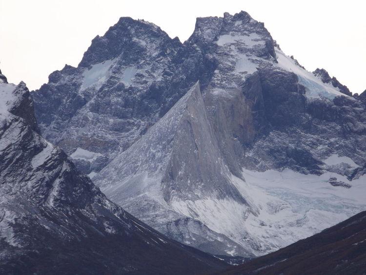 Cerro Aleta de Tiburon TorresDelPaine Patagonia parque nacional torres del paine
