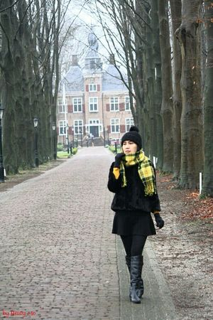 walking around castle the Essenburgh Walking Taking Photos Fashionblog Winter Chill