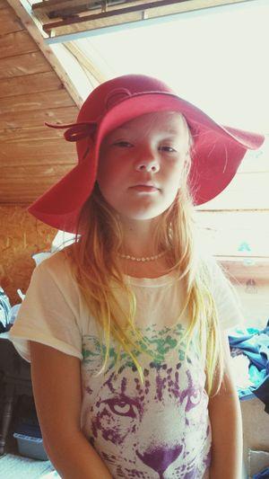 Mom's Hat Daughter Dressup
