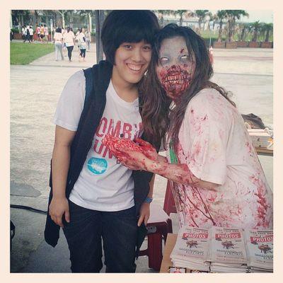 剛開始跑就被殭屍追剩不到半條命,下次我也要給別人化妝當殭屍啦!!!!Zombie Run