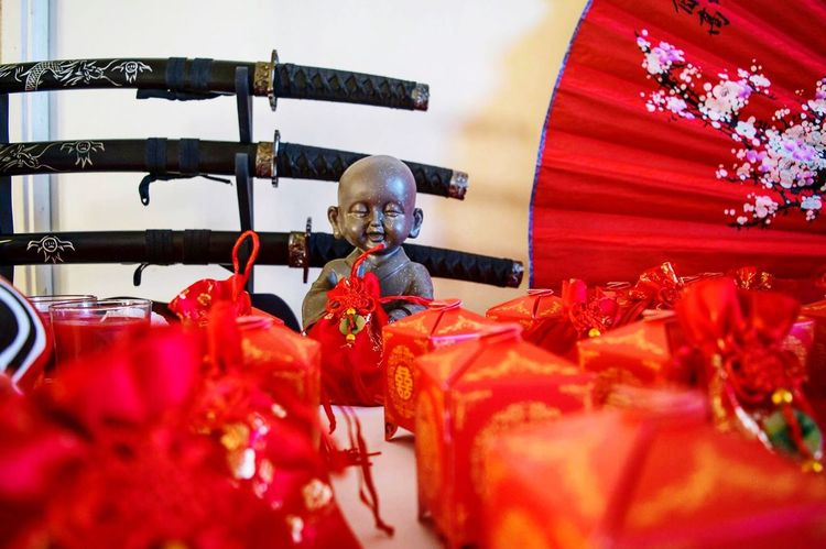 Red Indoors  Day Bouddha  Katana NIKON D5300 Nikonphotographer Nikonphotography Wedding Reception Japan Asiatique Asian Culture Asian  Loveforever Love Married Marriage  Wedding Photography Wedding Idyllic Red Table Cultures Tradition