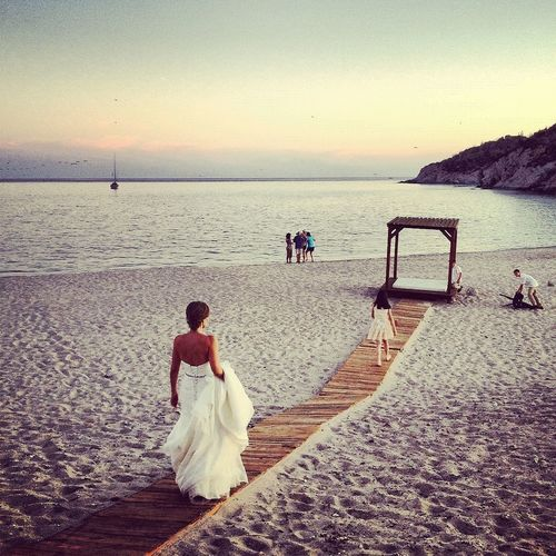 this photo is my frends wedding in Mexico she was really beauty also it was nice view