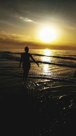 Sea Sun Sand Enjoying Life Contre-jour Sunset Silhouettes Sunset Light Water Holiday First Eyeem Photo