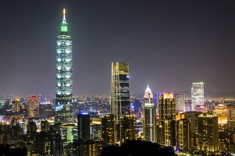 Panoramic cityscape of taipei skyline and taipei 101 skyscraper at night in taipei, taiwan.