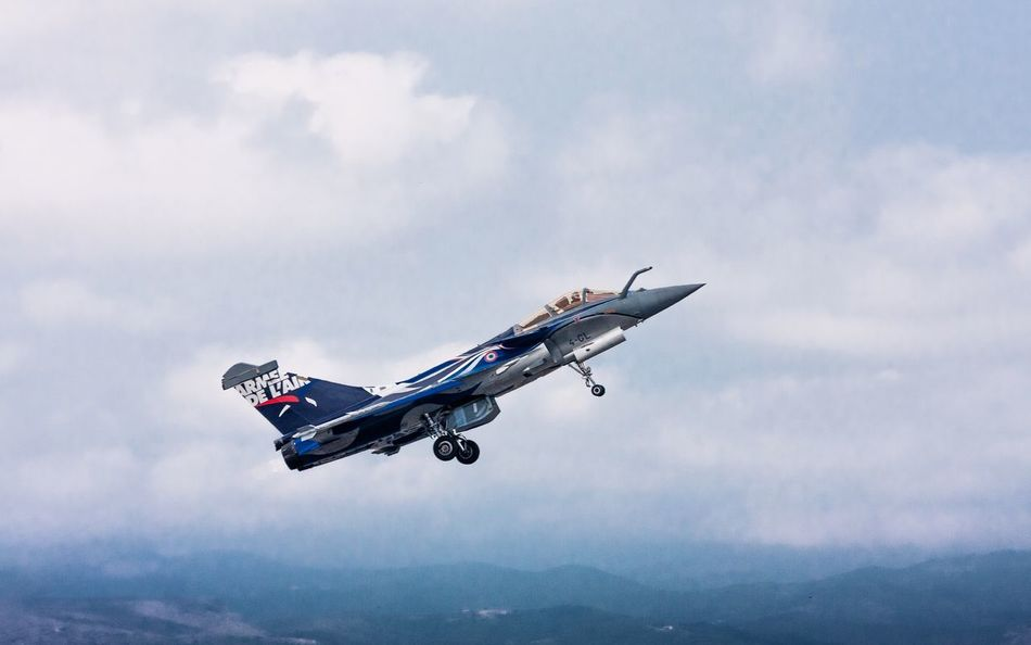 Rafale TakeOff from Perpignan . Vertical Climb Afterburner . LanguedocRoussillon France Aviation Plane Airplane Airshow Fullpower Frenchairforce Armeedelair Canon Canonphotography