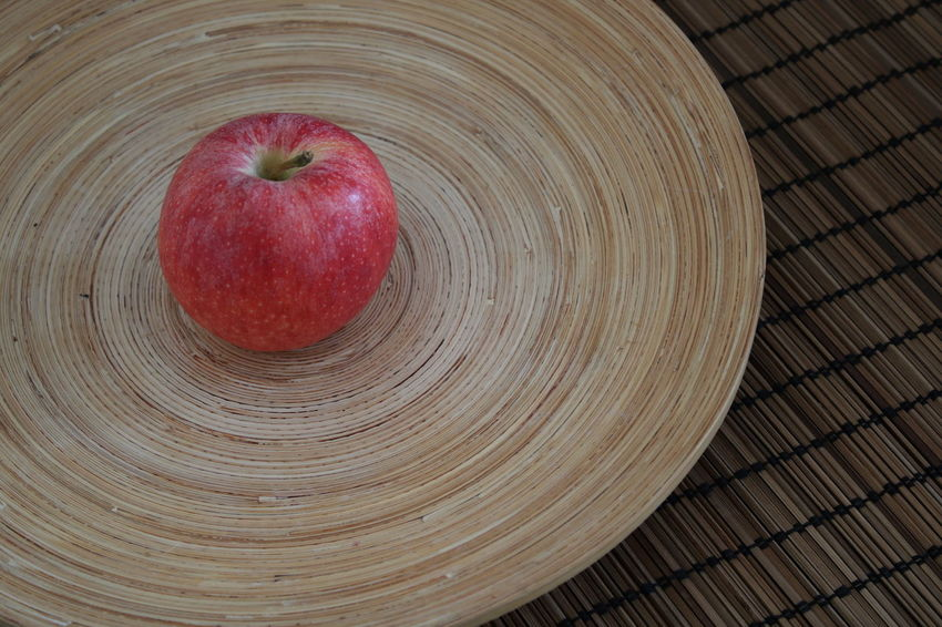 Apple - Fruit Bamboo - Material Close-up Day Food Food And Drink Freshness Fruit Healthy Eating Indoors  No People Red Apple