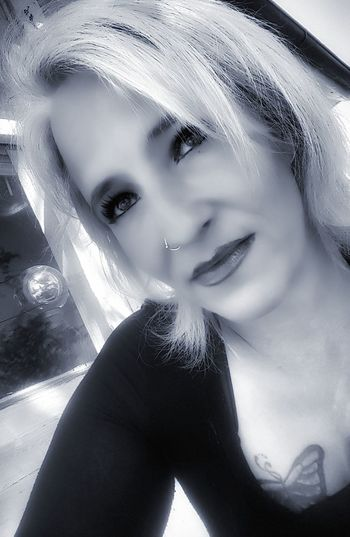 Lighting is everything Beauty Close-up Portrait Women One Person Modeling Fashionable Makeportraits Art Photography Makeup ♥ Blackandwhitephotography One Young Woman Only Retro Style Retrophoto Vintage Moments Leisure Activity Retrostyle Beautifulday Sexygirl Happy Arts Culture And Entertainment