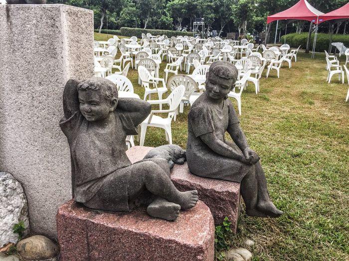 Lif kik statues