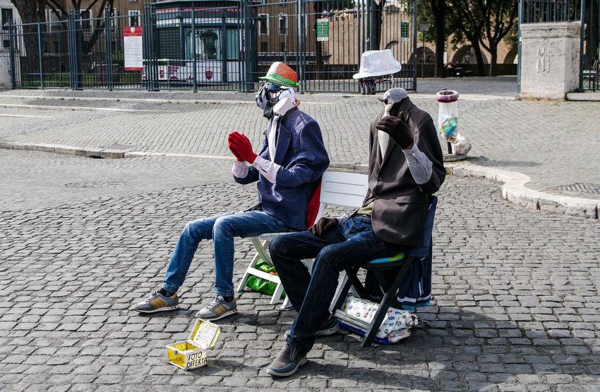 Street artists in Rome Artist Castel Sant'Angelo Funny Moments Hat Italian Italy Joker Joking Peoplephotography Roma Rome Street Photography Streetart Tourist Attraction