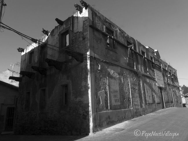 Poladesiero Blackandwhite Photography Blancoynegro Blackandwhite Blackandwhitephotography Street Photography Black And White Photography Pola De Siero Outdoor Photography Abandonedasturias Architecture Abandoned Buildings