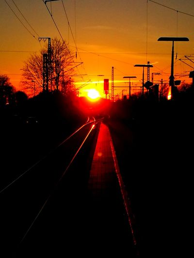 Dazzle Blenden Sunset Silhouette Railroad Track Transportation No People Rail Track Schwellen Bahnschwellen Schienenstrangrailway Railway Sleepers Railway Train  Journey Travel Sky Evening Schienen Bahnsteig Bahnhof Haltepunkt Reise Reisen Verreise Rail Transportation Public Transportation The Way Forward Railroad