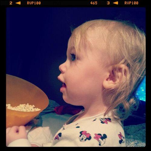 Popcorn mys i soffan med stora hjärtat. Plus resten av familjen. Att man kan älska några så mycket. Popcorn Mys S ängen Hj ärtat familjen älskar så mycket bed my heart family love so much